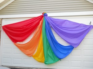 20001_0929_rainbow_on_garage_door_display