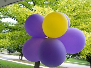 20805_0908_flower_balloons_out_front_display